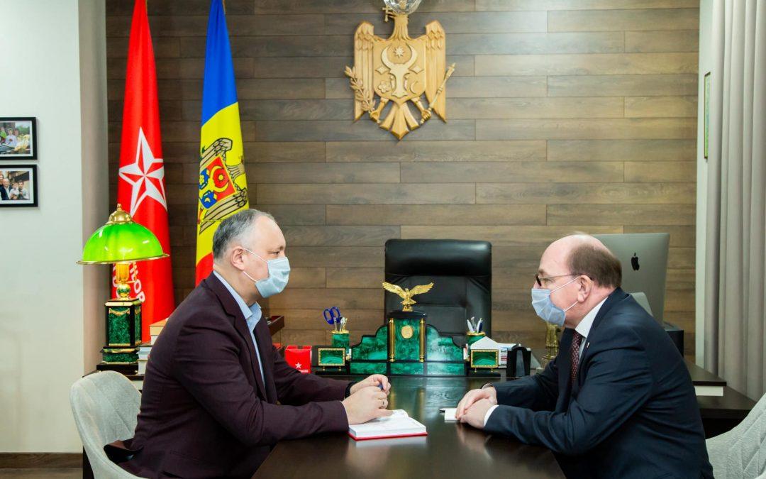 Igor Dodon a discutat cu ambasadorul rus despre livrarea vaccinului Sputnik-V