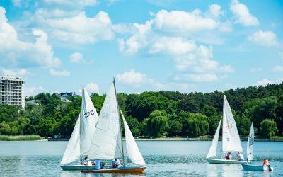 """Lansarea solemnă a regatei de navigație pe lacul din parcul """"Valea Morilor"""""""