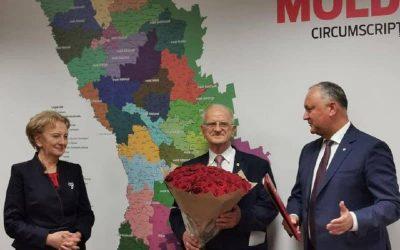 Adresez cordiale felicitări şi urări de bine, domnului Eduard Smirnov, deputat în Parlamentul Republicii Moldova, cu prilejul împlinirii onorabilei vârste de 82 de ani
